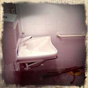 Wc comunali centro di arte vandalica - Puzza di fogna in bagno ...