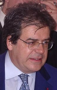 Il sindaco Enzo Bianco visibilmente agitato nel momento in cui viene a conoscenza della notizia