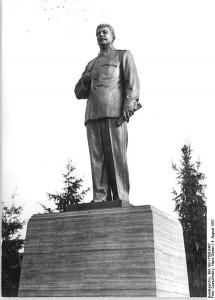 Dopo il cosiddetto crollo del Comunismo, Stalin è stato costretto a fare il mestiere della statua